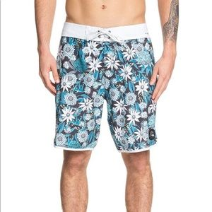 NWOT Quiksilver Men Highline BushBandit Boardshort